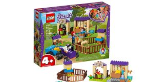 LEGO Friends Mia's Foal Stable Building Kit